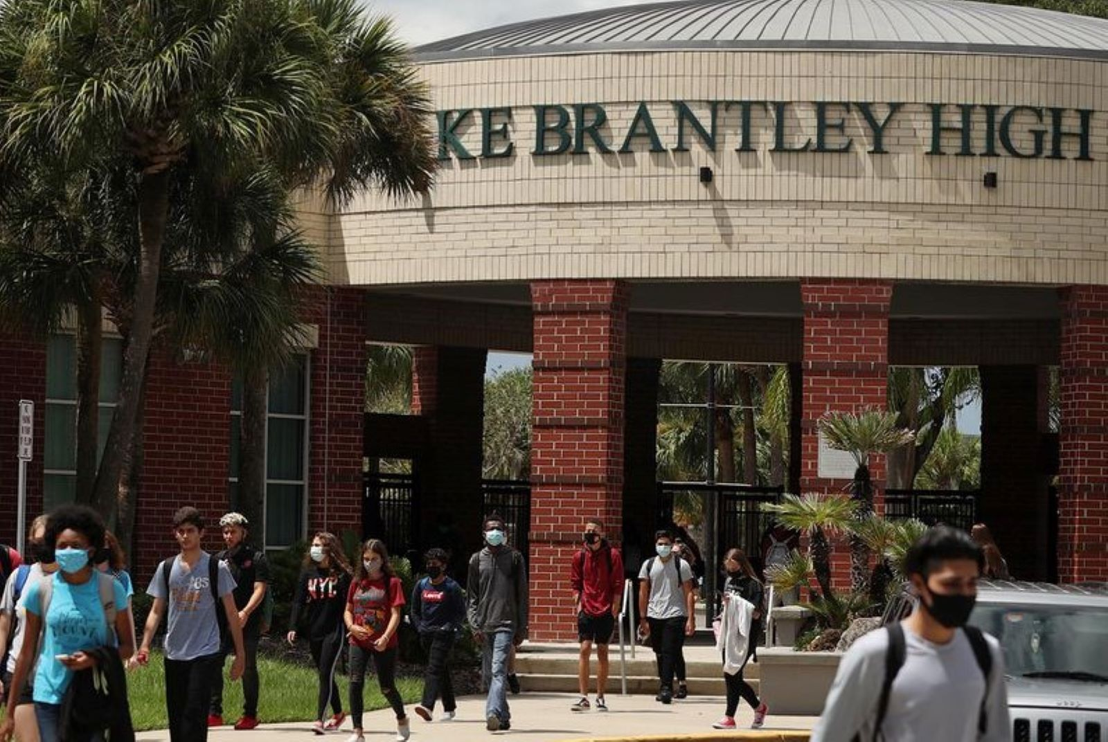 Students leave Lake Brantley High School after the final bell on Thursday, August 27, 2020. The Seminole County school district, like its counterparts across the state, opened schools for in-person classes this month.(Stephen M. Dowell/Orlando Sentinel) (Stephen M. Dowell/Orlando Sentinel)