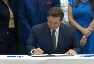 Gov. Ron DeSantis signing teacher pay raise into bill